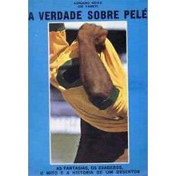 Capa, com uma grande fotografia de Pelé tirando a camisa amarela da Seleção. O rosto dele está escondido sob a camisa.